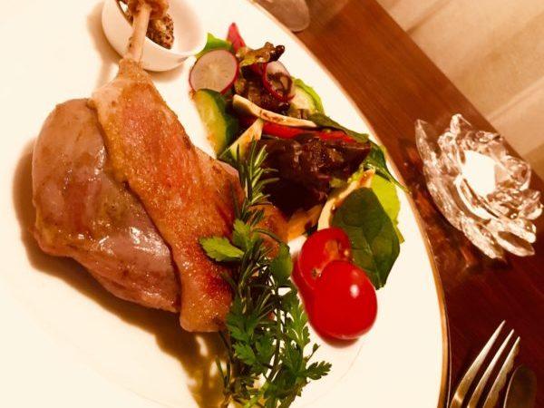 おすすめディナーメニューの鴨のコンフィ